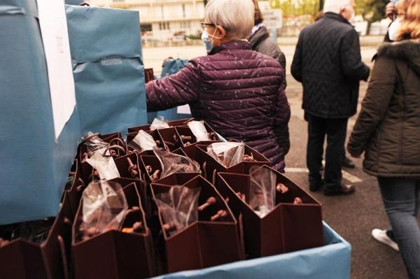 distribution_chocolats_noel_solidaire_2020_2.jpg