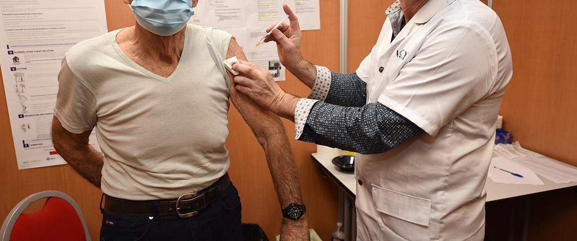 visite_prefet_centre_vaccination_2021_040_1000.jpg