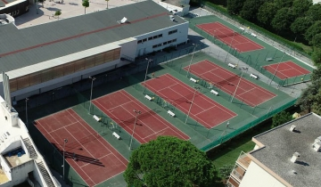 courts_tennis_complexe_aquatique.jpg