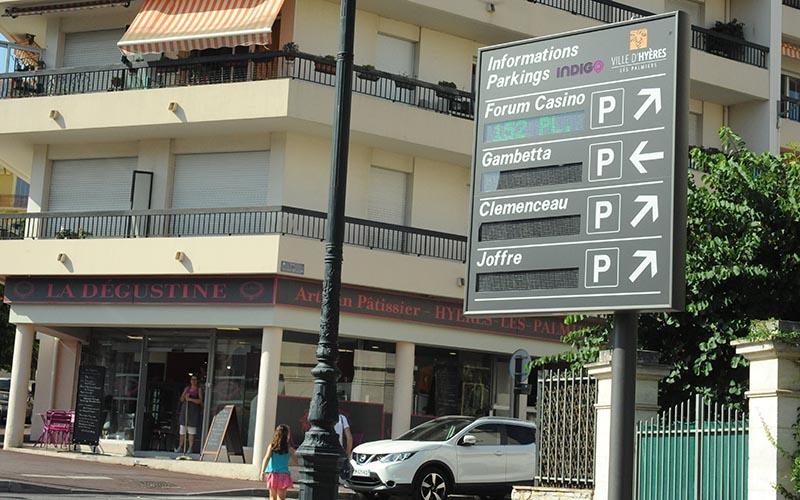 panneau_parkings_places_cv_800.jpg