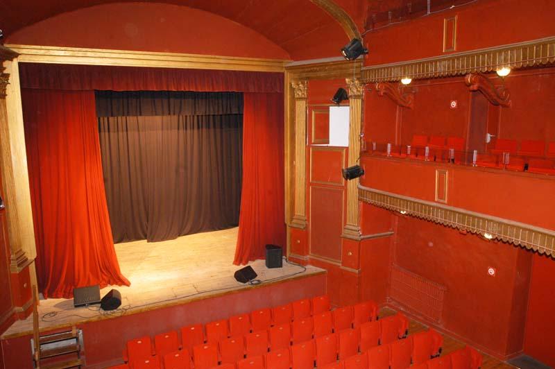 theatre_denis_interieur_salle.jpg
